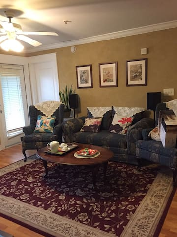 convenient student apartment near UTK - Knoxville - Apartamento