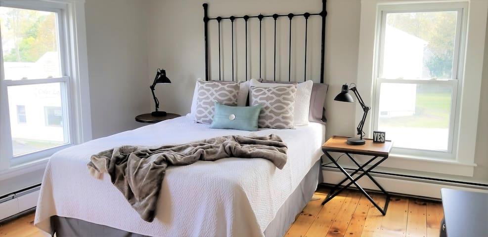 Fully Furnished 2 Bed, 1 Bath- Pet Ok