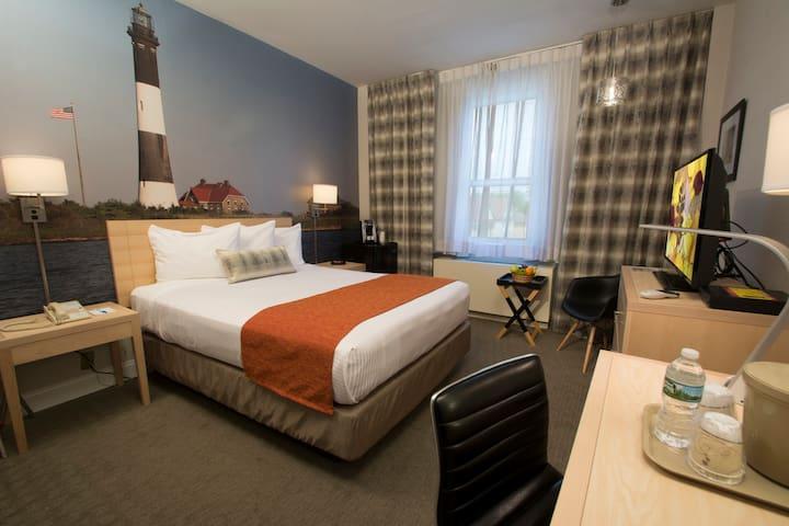 Queen Room near Flushing and Arthur Ashe Stadium- Breakfast Included