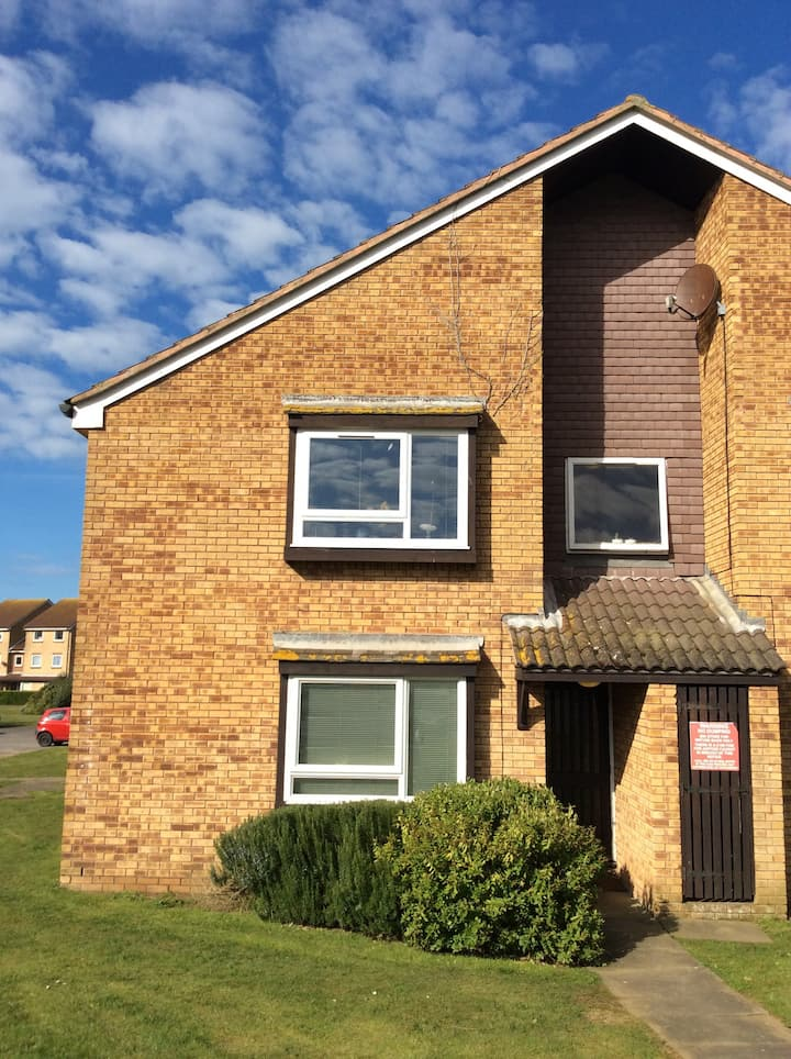 Studio Apartment, Peacehaven-20 mins from Brighton