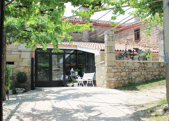 Casa de Fontán, s. XVII, rural luxury.
