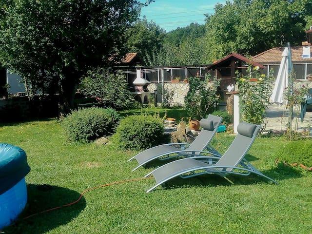 Three bedroom house with garden - Natsovtsi - Villa