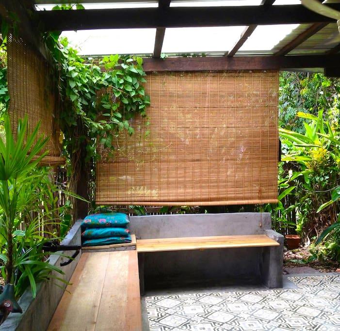 Garden dining/sitting area.