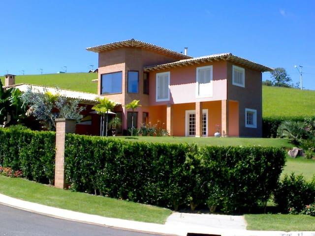 Excellent House, closed condominium - Paraibuna - Huis