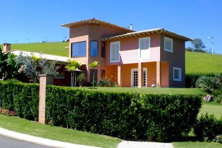 Excellent House, closed condominium - Paraibuna - Talo