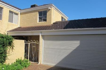 Beautiful Townhouse near River in Applecross - Applecross - Townhouse