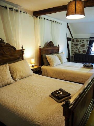 La Charvière familiekamer 4-6 p. - St. Priest en Murat - Bed & Breakfast