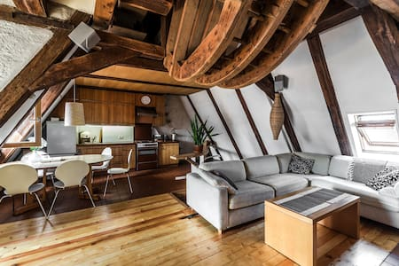 Rustic 3 bedroom loft in Old Town - Riga - Appartement