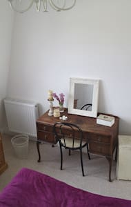 Bright 2 Bedroom Flat close to Earls Court station - London - Apartment