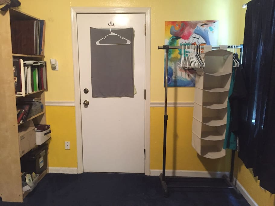 Clothes rack to store clothing and shoes