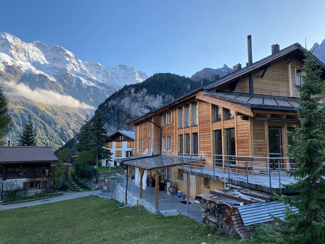 Doppelzimmer mit Bergblick in Esthers Guesthouse