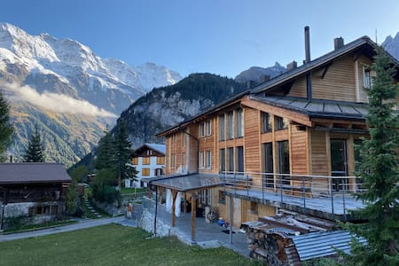 Double room with mountain view in Gimmelwald