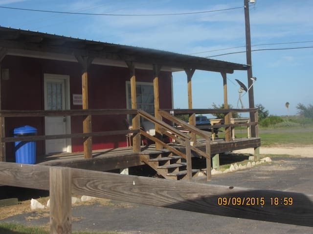 The little red house fishing cabin houses for rent in for Fishing cabins for rent in texas