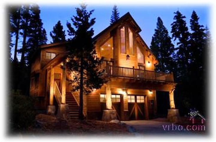Luxury Lodge - Short Drive to Squaw and Northstar! - Carnelian Bay - House