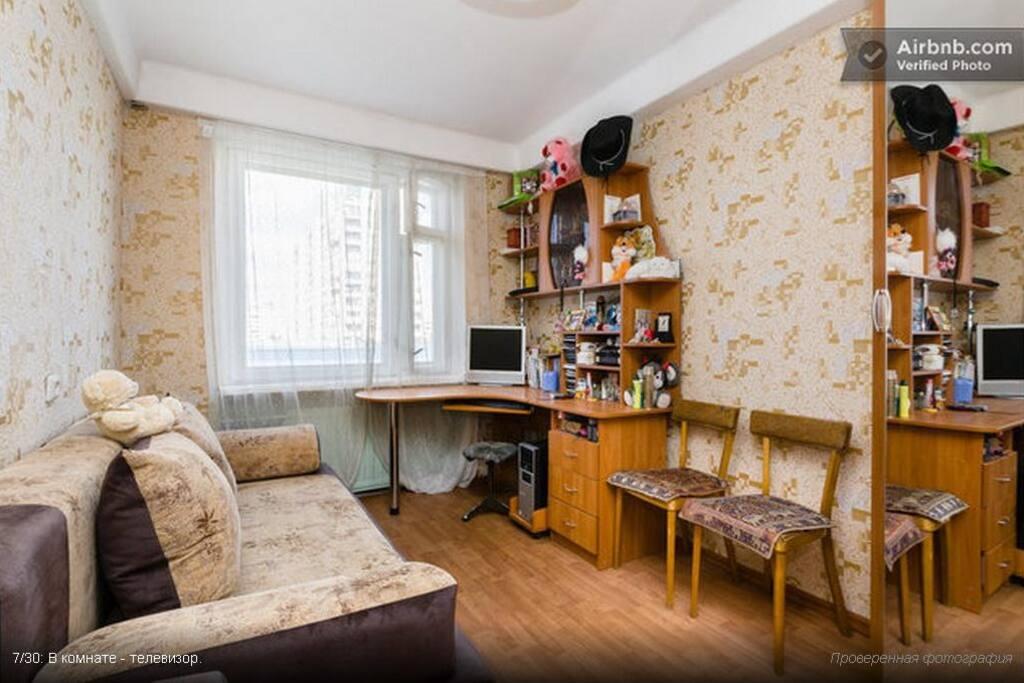 В комнате удобный стол, телевизор, Wi-Fi