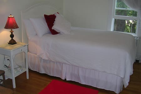 Private Suite in Port Dalhousie - St. Catharines