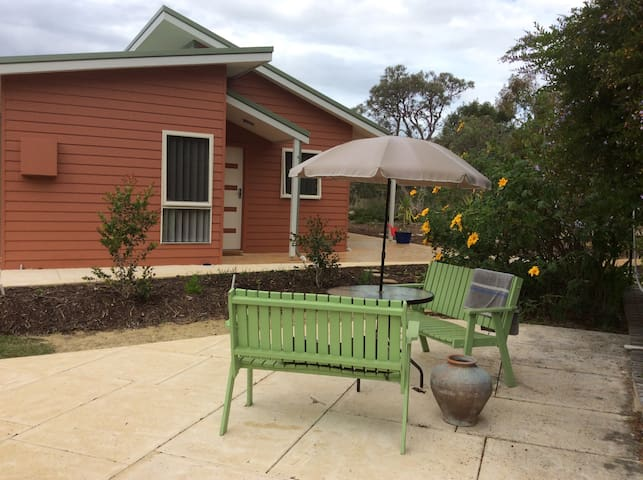 The peacock retreat - Gnangara