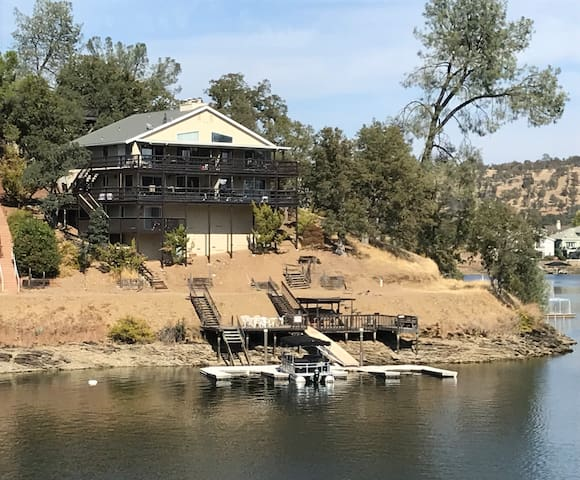 Relaxing Lakefront Retreat - Lake Tulloch
