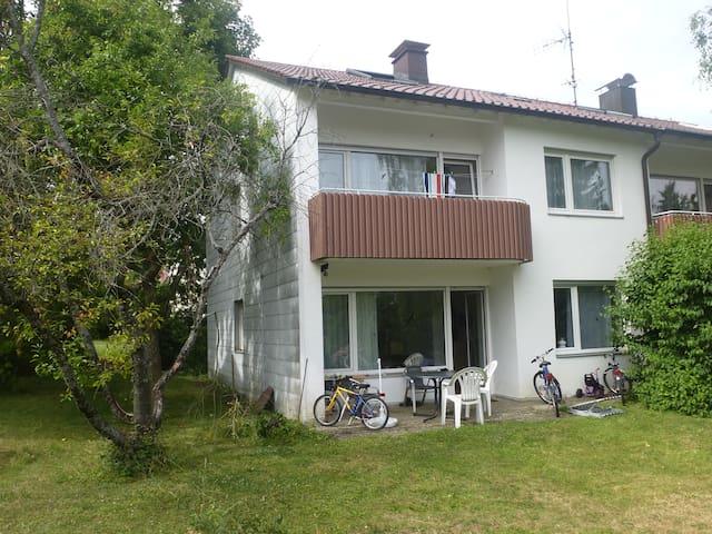 Sonniges Zimmer im Einfamilienhaus - Stuttgart - Talo