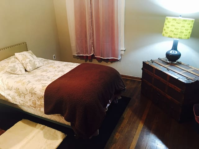 Charming West Akron Home ( Twin Bed ) - Akron - House
