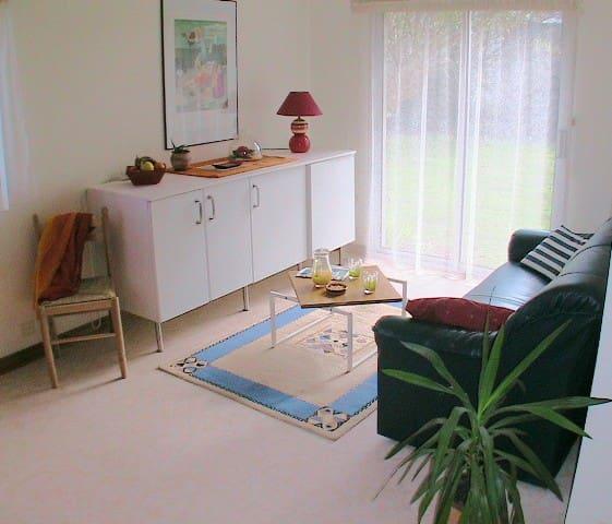 Grand studio très calme, de plain pied avec jardin - Lannion - Lägenhet