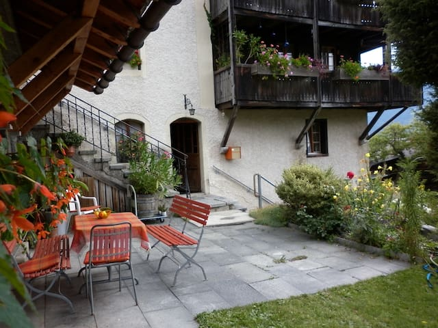 Charming traditional apartment - Zeneggen - Apartmen