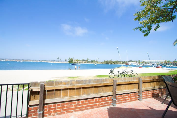 Beachfront 2BR w/ Private Patio! - San Diego - Villa