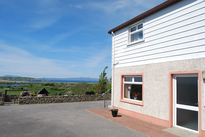 Beautiful Views of Mullaghmore. - Sligo  - Apartment