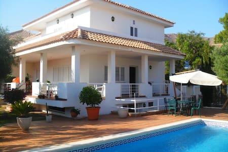 Huge semi-basement with pool access - Cartagena