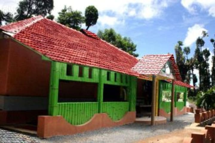 Mud House in the deep forest - Meppadi - Casa