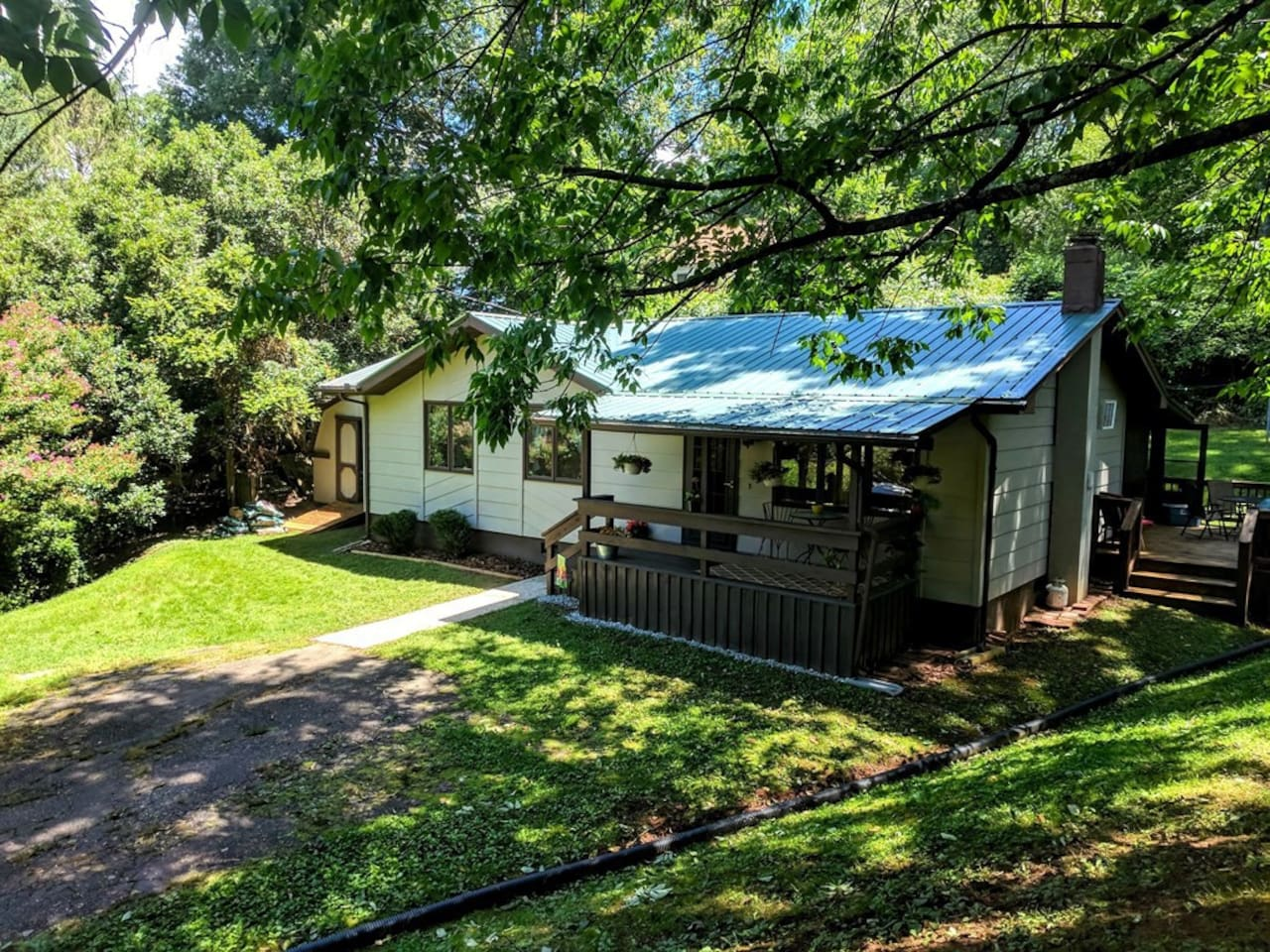 Private, quiet home right in Sylva. The home has a small covered front porch and large screen porch in the back. There is also a side deck where you can grill when the weather is right!