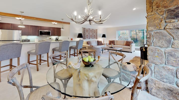 Villas at Snowmass Club 1101: 2 Bedroom+Den