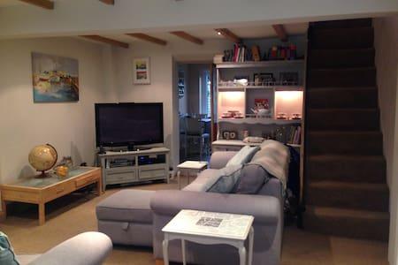 Double bedroom in cute house - Casa