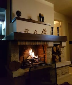 Cozy Chalet 2 minutes away from ski slopes - Chalupa