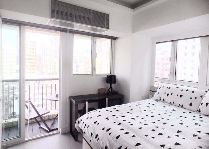 Cozy studio with balcony 5 Mins MTR @Jordan - Hong Kong