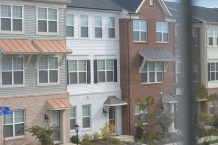A new townhouse, 2 private rooms - Chantilly
