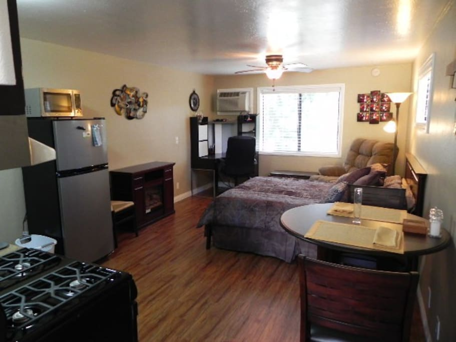 Private serene studio apt in the temecula hills apartments for rent in temecula california for One bedroom apartments in temecula ca
