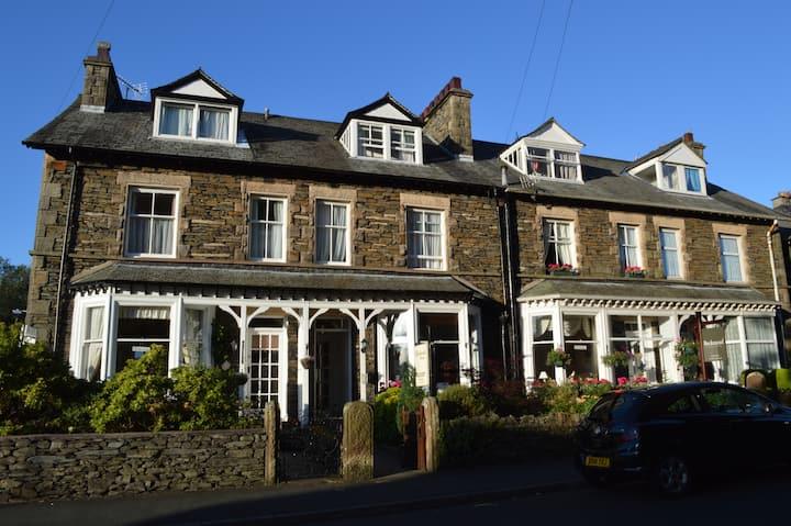 Cosy double, ensuite room. B&B  Windermere,Cumbria