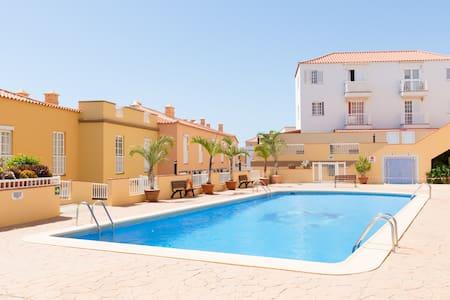 1st sealine, pool, parking, terrace - Apartmen