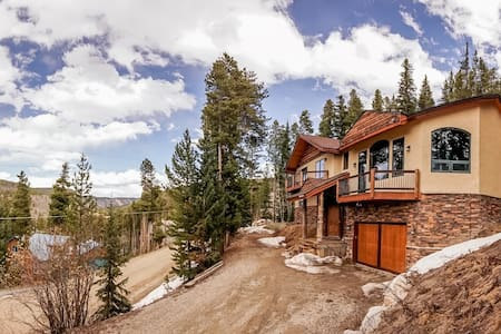 Beautiful Breck home with panoramic mountain views - เบรกเคนริดจ์