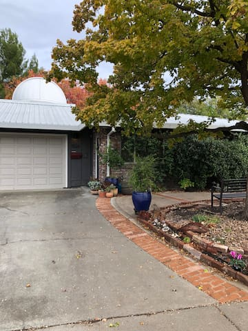 Charming Cottage in Central Davis