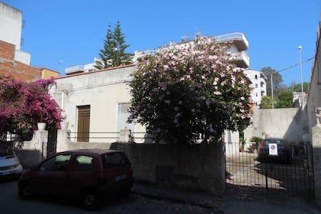 villa vicino il mare e Taormina - Santa Teresa di Riva