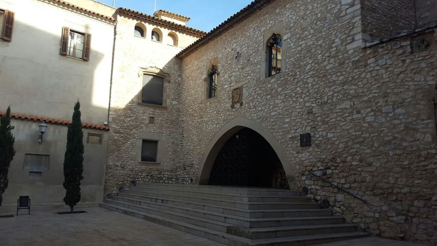 Habitación doble amplia en casco antiguo - Vilanova i la Geltrú - บ้าน