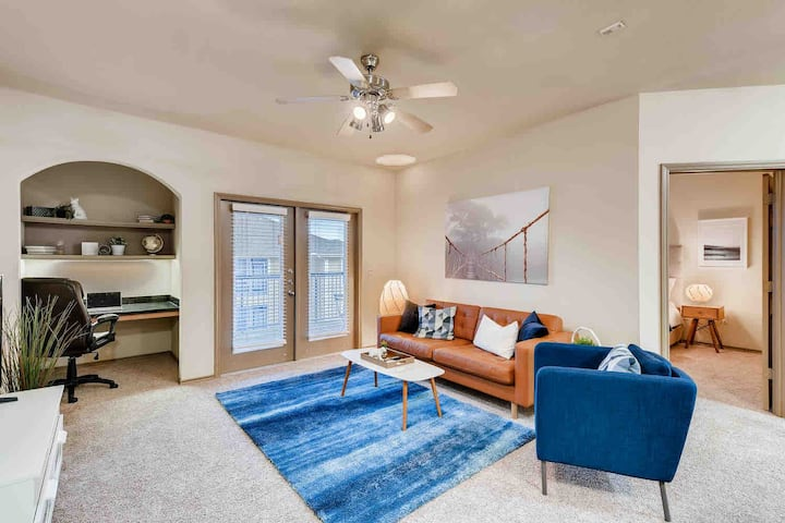★Stylish Apt. w/Queen bed*Kitchen*Desk*Pool*Gym★