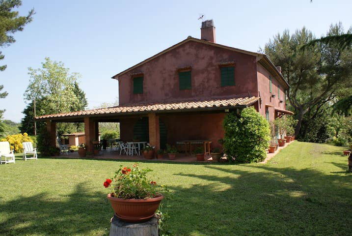 Indipendent country house