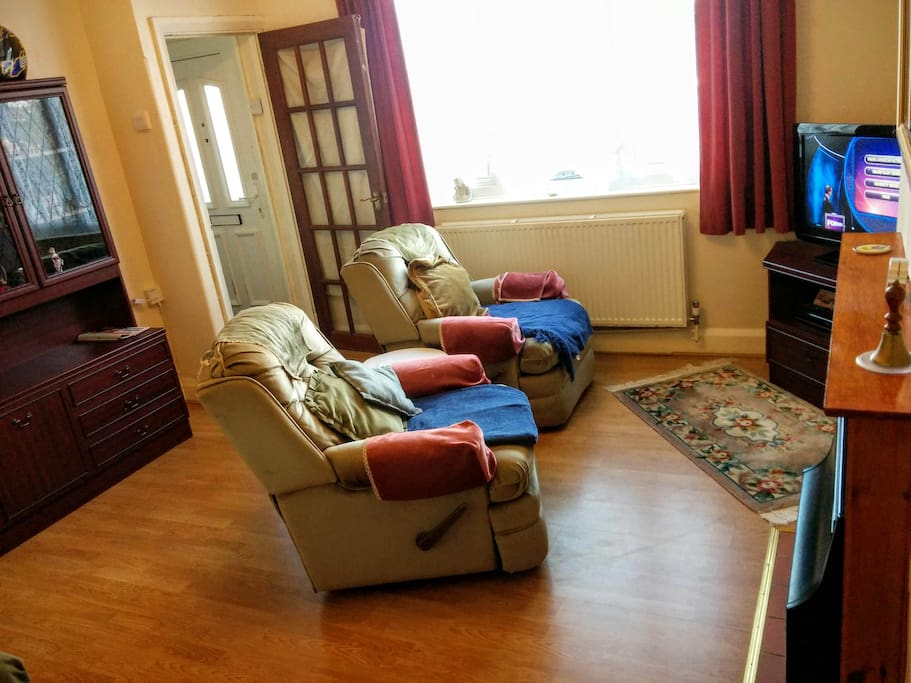 Central heating. Cosy furnished living room with 32inch TV