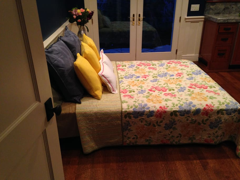 Welcome to Hannah Bee's cozy cottage room.
