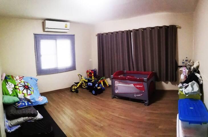 Kid's bedroom downstair