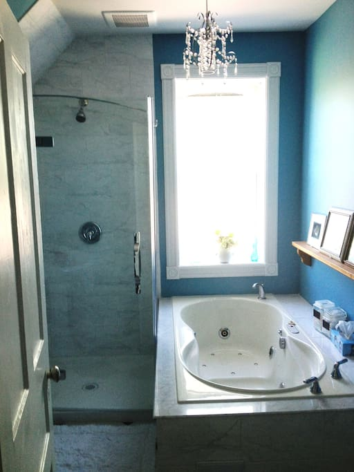 Fully renovated 4 pc bathroom with Victorian influence. Glass shower & jacuzzi tub.