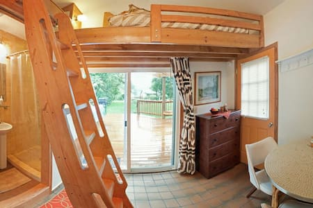 Private entrance, quiet, cozy loft - Bloomington - Maison